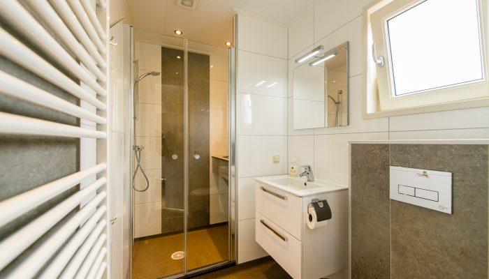 Luxe badkamer solarchalet - Camping De Kiekduun op Ameland